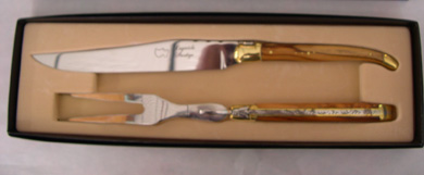 LAGUIOLE CARVING SET IN OLIVE WOOD